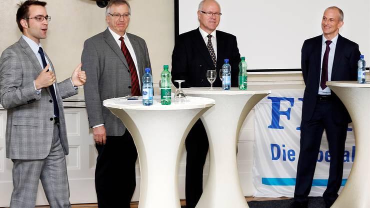 Von links: Podiumsleiter und Grossrat Titus Meier (Brugg), Hausarzt Heinrich Zürcher (Lenzburg) von Argomed-Ärzte, Paul Rhyn (Bremgarten) vom Krankenkassen-Verband Santésuisse und Fabian Vaucher (Buchs), Präsident des Aargauischen Apothekerverbandes. André Albrecht