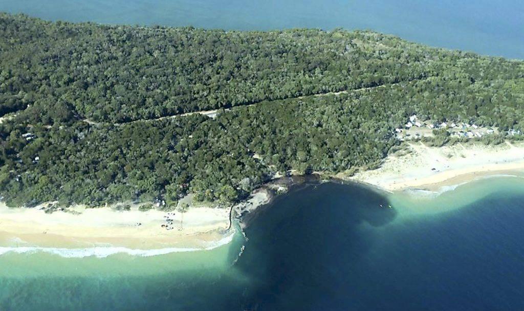 An der Rainbow Beach in Queensland tat sich ein Erdloch in der Grösse eines Fussballfelds auf