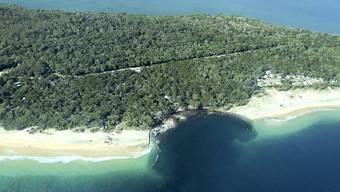 An der Rainbow Beach in Queensland tat sich ein Erdloch in der Grösse eines Fussballfelds auf.