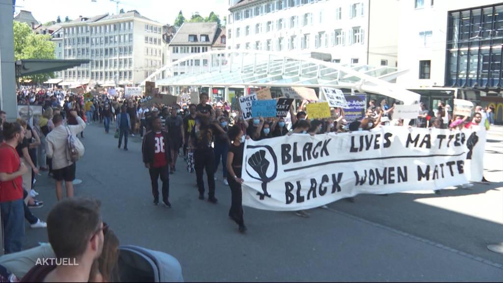 In der ganzen Schweiz demonstrieren Menschen gegen Rassismus