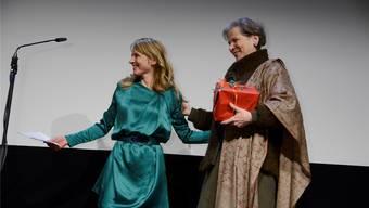 Seraina Rohrer bedankt sich herzlich bei Christine Beerli, die nach 12 Jahren das Präsidium der Schweizerischen Gesellschaft Solothurner Filmtage abgibt.