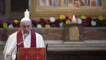 Papst Franziskus während seiner Ansprache in der Bartholomäuskirche