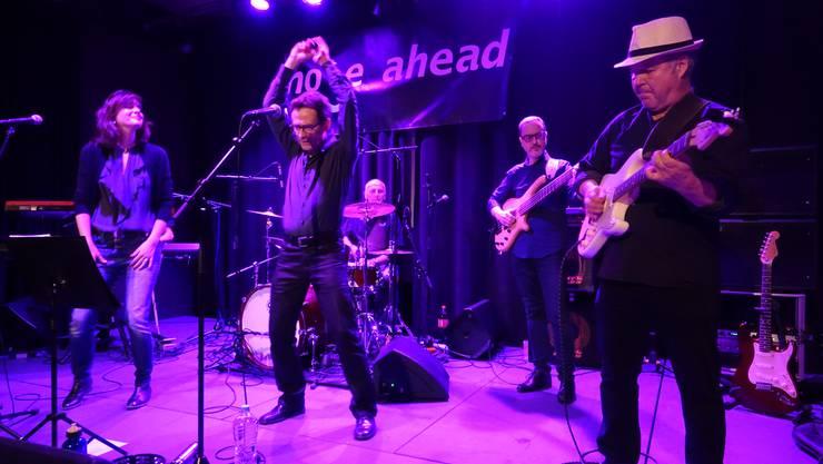 Die Badener Funk- und Soulband Nose Ahead brachte alle auf die Tanzfläche.