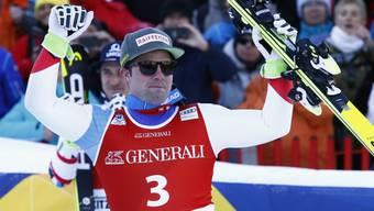 Beat Feuz jubelt im Zielraum über seinen 3. Platz im Super-G in Kitzbühel.