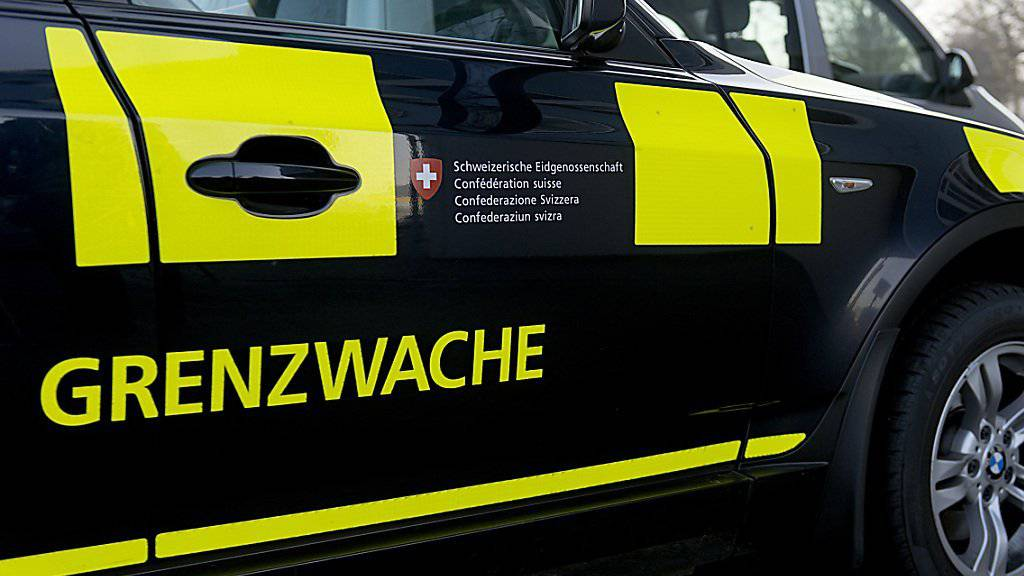 Die Grenzwache Basel erhält Anrufe von besorgten Bürgern. Aber die Ein- und Ausreise nach Frankreich und Deutschland ist auch nach den Anschlägen in Paris möglich. (Symbolbild)
