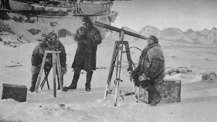 Fridtjof Nansen beobachtet eine Sonnenfinsternis am 6. April 1894. Da hofft er noch, den Nordpol zu erreichen. Bild: Getty