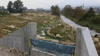 Am renaturierten Dünnernabschnitt (rechts der Altlauf) wird im nächsten Jahr weitergebaut