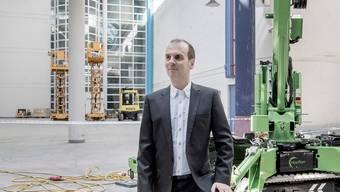 Roland Brack, Gründer der Competec-Gruppe, im Hauptlagerin Willisau.