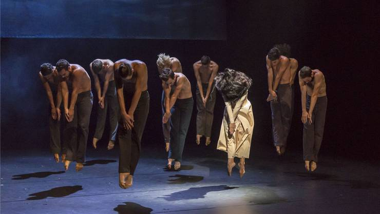 Das Rhythmische im Fokus: Das Ballett Basel tanzt die Choreografie «Jeanne d'Arc» von Joëlle Bouvier.