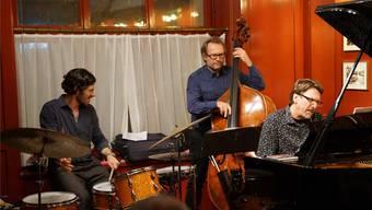 Konzertieren als Trio im «Isebähnli» (v.l. ): Alfred Vogel, Herwig Hammerl und Peter Madsen. Peter Hunziker