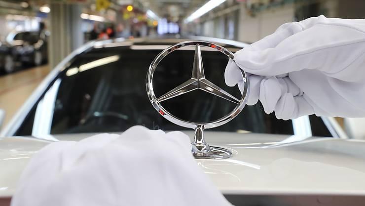 Mercedes ruft wegen Brandgefahr weltweit knapp 300 000 Autos zurück. (Archiv)