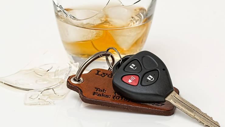 Der Autofahrer hatte zu viel getrunken. (Symbolbild)