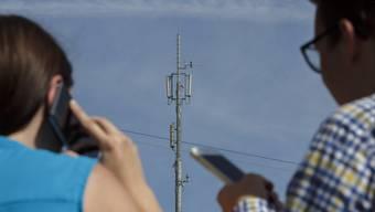 Wer telefoniert oder Nachrichten schreibt, hinterlässt Daten. Wo diese landen, ist nicht immer klar. (Symbolbild)