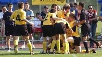 Jubel bei den Spielern des FC Mellingen; 22. Mai 2004