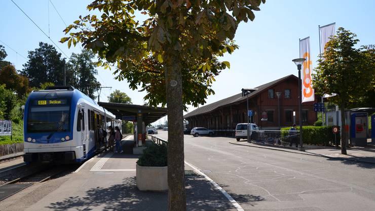 Der Gemeinderat Wohlen hat Pläne mit dem Güterschuppen der SBB und der Verlegung der Haltestelle BDWM. Die Verhandlungen mit den SBB laufen.