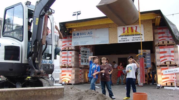 Florido Giunchi ist eines der wenigen Mitglieder des Gewerbevereins Urdorf, das bei jeder Gewerbeschau dabei war – so zum Beispiel auch 2007 (hier das Foto vom damaligen Stand der S+U Bau AG Urdorf).