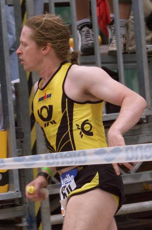 Joey Kelly nahm 1999 am Ironman Triathlon im deutschen Roth in der Nähe von Nürnberg teil. (© Keystone)