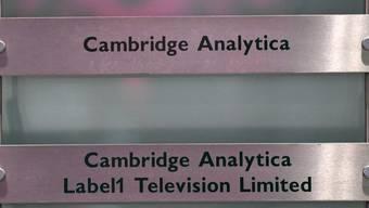 Die Firma Cambridge Analytica steht im Mittelpunkt des Datenskandals um Facebook. (Archivbild)
