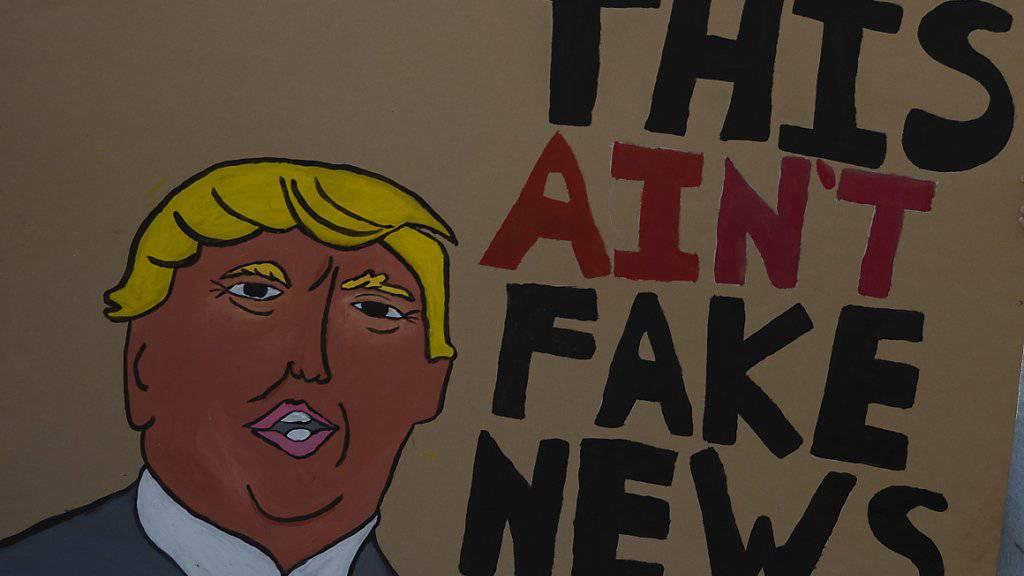 US-Präsident Donald Trump spricht seit Jahren von Fake News und «alternativen Fakten». Viele Deutschschweizer Mediennutzer betrachten  gezielte Falschinformationen auch hierzulande als ein Problem. (Symbolbild)