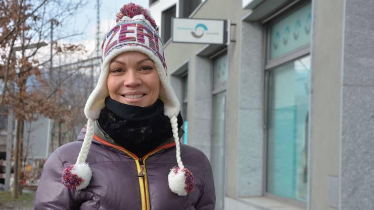 «Ich ziehe zwei Kleiderschichten an sowie Kappe und Schal. Die Kappe hat mir mein Mann gestern vom Flughafen mitgebracht. Ich habe drei Hunde: Der finnische Spitz friert nicht, die deutschen Spitzhunde zittern aber.»