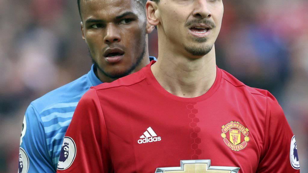 Tyrone Mings (links) und Zlatan Ibrahimovic lieferten sich ein gehässiges Duell am letzten Samstag