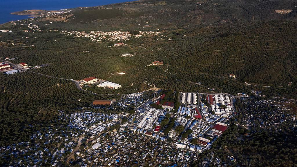 Tausende zum griechischen Festland gebracht
