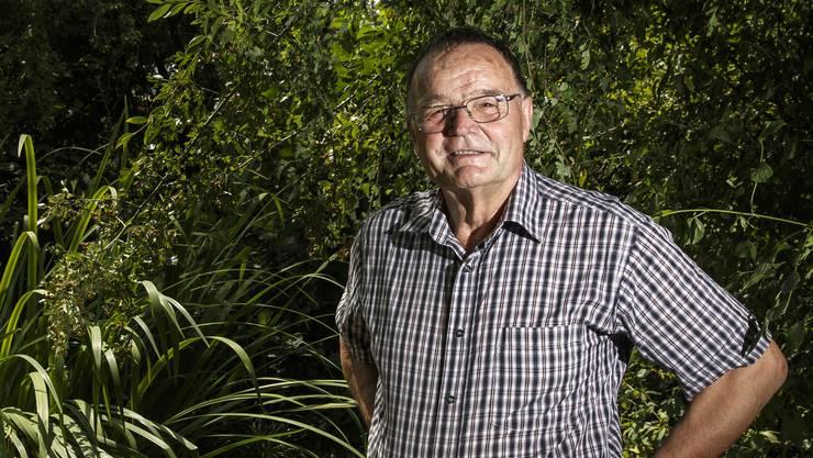 Biologe Hans Neeracher zum Thema Biodiversität. Neeracher in seinem wilden Garten
