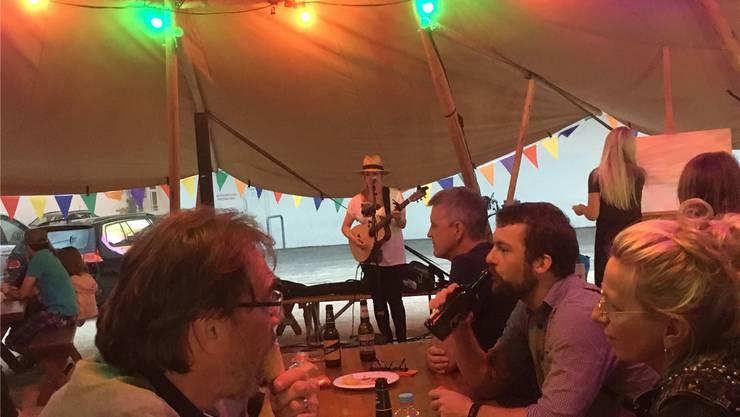 Sängerin Beth Beighey sang vom Regen. Doch der blieb in diesem Jahr aus – zur Freude der Veranstalter. Bild: dws