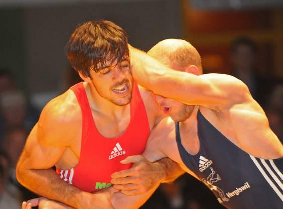 Stephan Strebel kämpft 2014 gegen einen Konkurrenten aus Hergiswil.