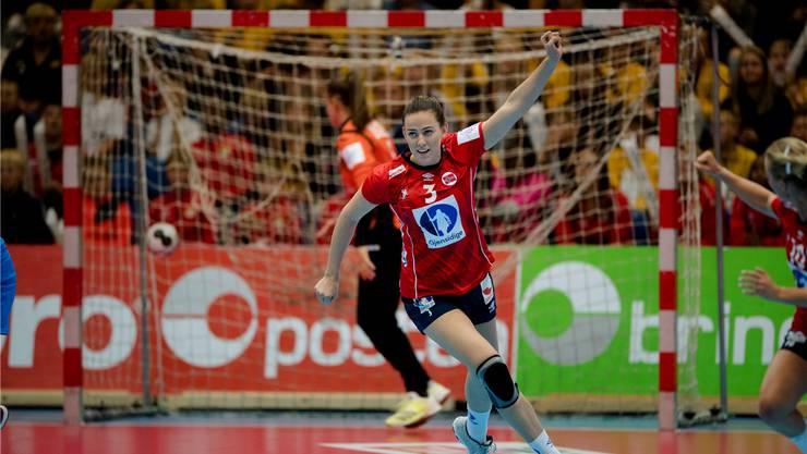 Die Norwegerin Emilie Hegh Arntzen jubelt nach ihrem Tor im ersten EM-Qualifikationsspiel gegen die Ukraine. Keystone