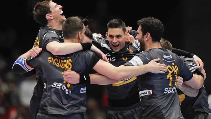 Grosser Jubel nach dem Spiel gegen Weissrussland: Titelverteidiger Spanien steht im Halbfinal.