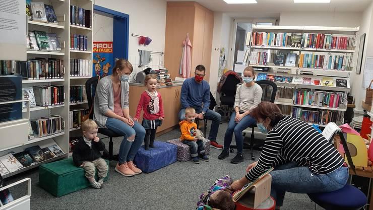 Kleine und grosse Gäste am Värsli-Nachmittag