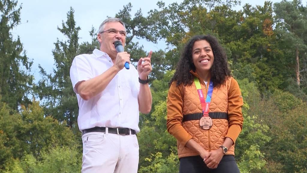 Köniz ehrt seinen Leichtathletikstar Kambundji