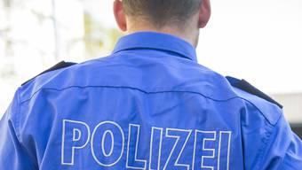 Bei einer Hausdurchsuchung stellte die Polizei Heroin, Streckmittel und eine grosse Menge Bargeld sicher. (Symbolbild)