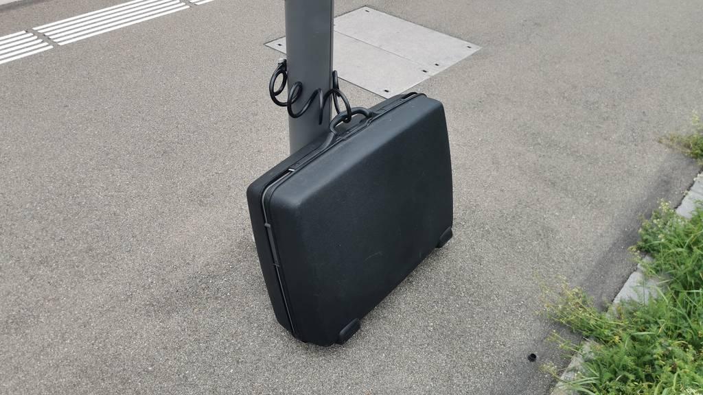 Koffer mit Kürbis löst Polizeieinsatz am Bahnhof Würenlos aus