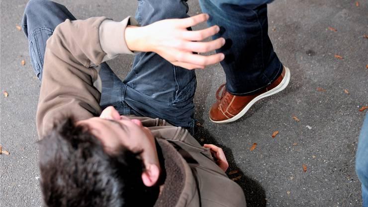 Am späten Mittag kam es in Riehen zu einer gewalttätigen Auseinandersetzung. (Symbolbild)