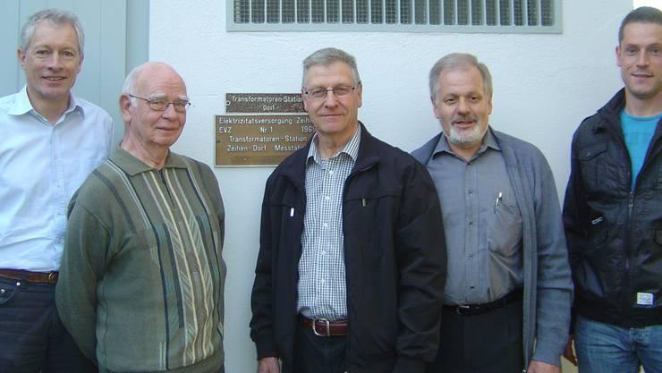 Elektra-Kommission Zeihen: Hans Bräm, Eugen Meier (ehemaliges Elektra-Mitglied), Pius Bussinger, Karl Schmid und Gemeinderat Patrik Meier (v.l.). kpf