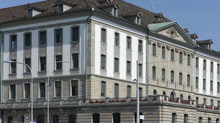 """Sucht nach einem rabiaten Trottinettfahrer: Die Stadtpolizei Zürich, hier ihr Standort in der Innenstadt, die sogenannte """"Urania-Wache"""". (Archiv)"""