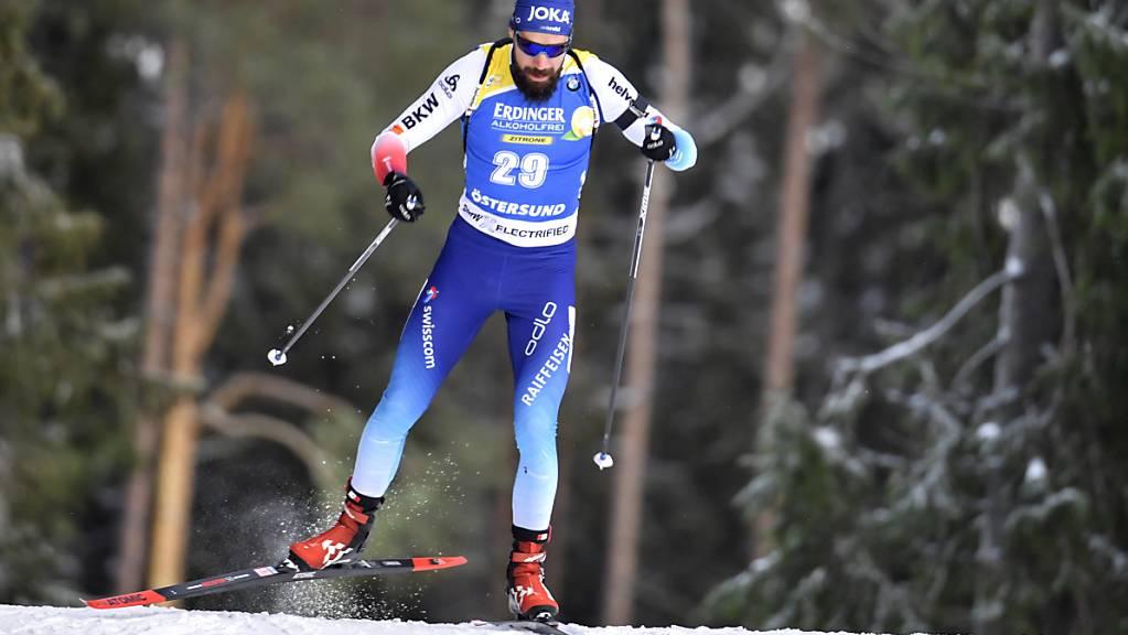 Der Biathlet Benjamin Weger gleitet durch die Wälder von Östersund.