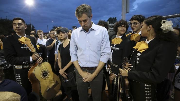 Trauer in El Paso (Texas): Der demokratische Präsidentschaftskandidat Beto O'Rourke am 4. August in der Nähe des Einkaufszentrums, wo ein Mann 20 Menschen erschoss.