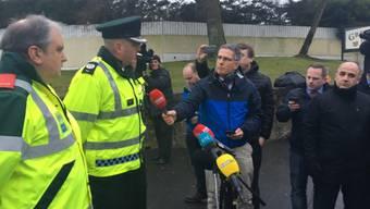 Ein Polizeisprecher informiert die Medien über das Unglück mit drei Toten im nordirischen Cookstown.