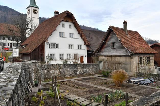 Darin wird auch das Pflugerhaus in Oensingen mit Jahrgang 1604 vorgestellt