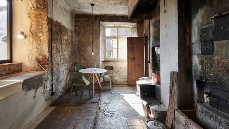 Die Bausubstanz wurde bei der Restaurierung soweit möglich erhalten – wie hier etwa in der Küche. Bild: zvg/Gataric Fotografie