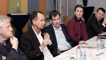 Die Gesprächsrunde mit (von links) den Ständeräten Hans Stöckli (SP), Philipp Müller (FDP), Moderator Maurice Velati, sowie den Nationalräten Yvette Estermann und Thomas Burgherr (beide SVP).