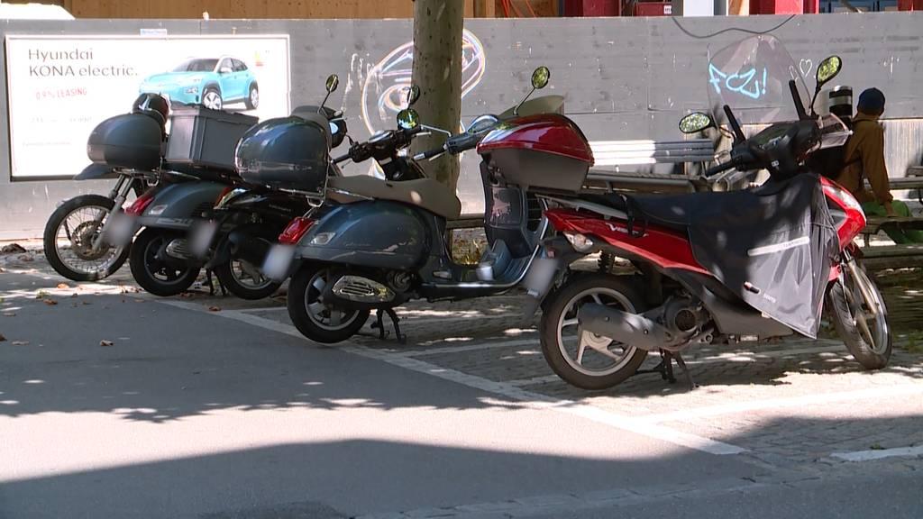 Parkgebühren bald auch für Töffs, Roller und schnelle E-Bikes erlaubt