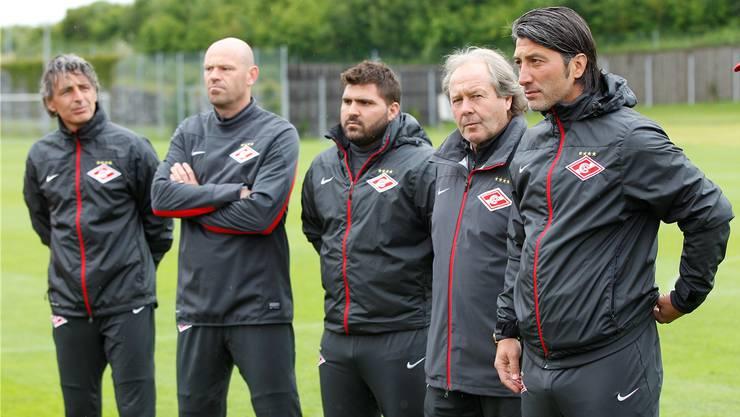 Harun Gülen (Mitte) im Staff von Chefcoach Murat Yakin (rechts).