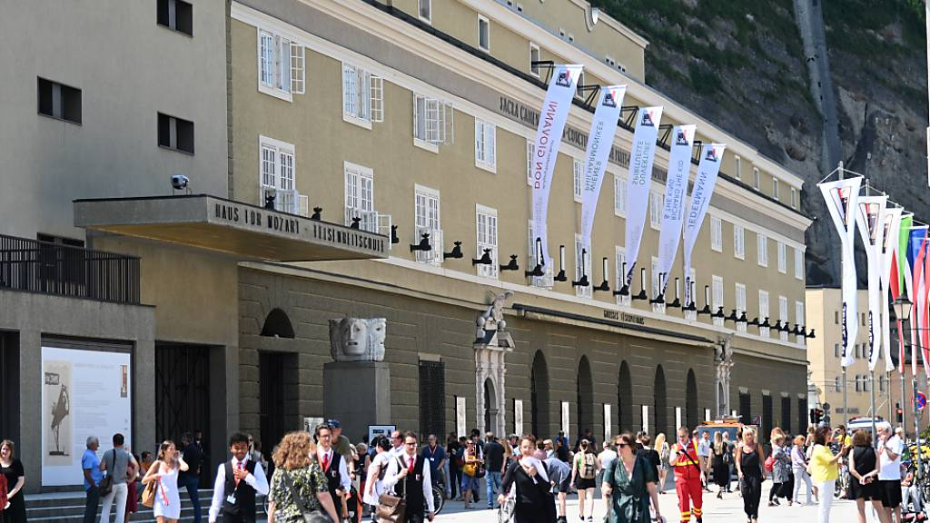 Salzburg feiert Klassik mit FFP2-Masken - Festspiele eröffnet