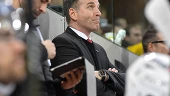 Serge Pelletier mit Sorgenfalten. Er verlor sein ersten Spiel als Trainer von Lugano in Davos mit 2:3