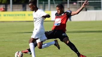 Darf endlich spielen: FCA-Stürmer Carlinhos (rechts) in einem Testspiel.