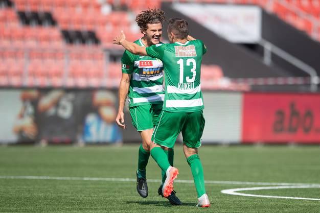 Enes Yesilçayir jubelt mit Burim Kukeli nach dem 1:0 am letzte Sonntag gegen Xamax.